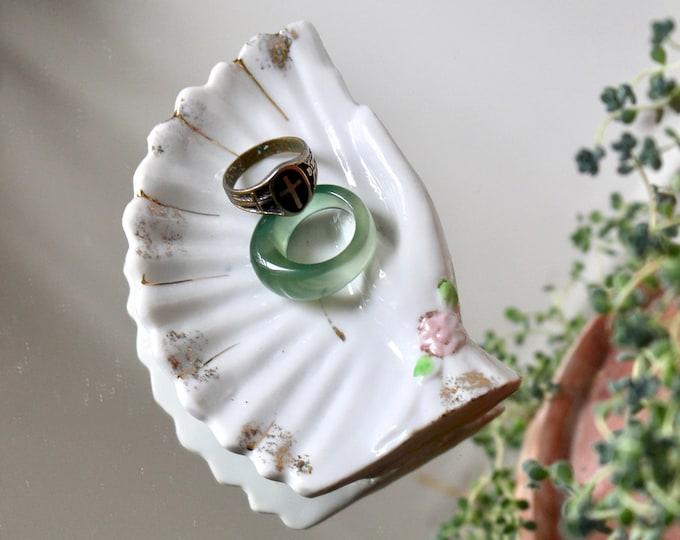 20s Hand Fan Dish