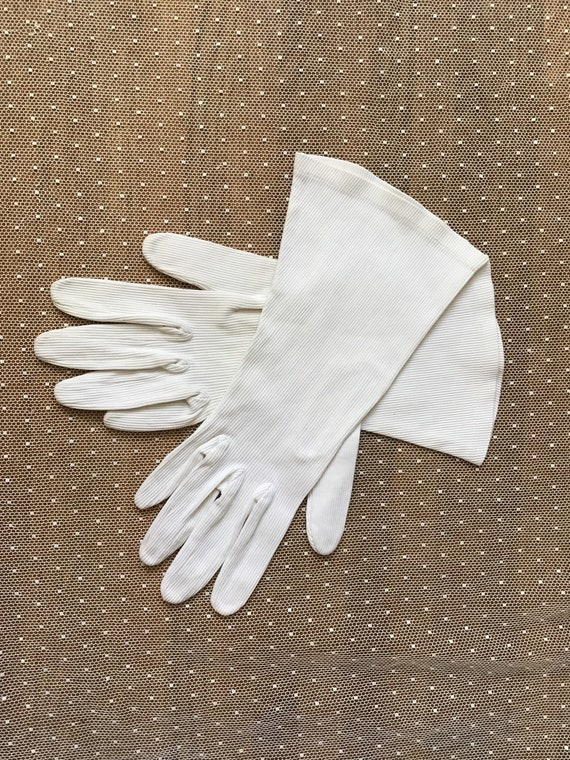 White corded cotton with stretch Art Deco gloves … - image 5