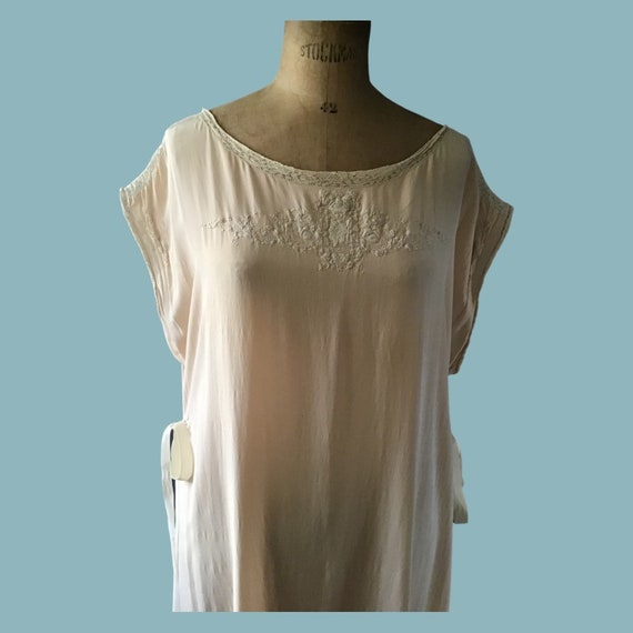 Vintage 1920s silk nightgown with embroidery, size