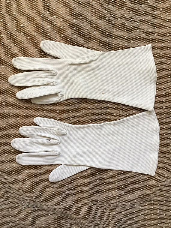 White corded cotton with stretch Art Deco gloves … - image 1