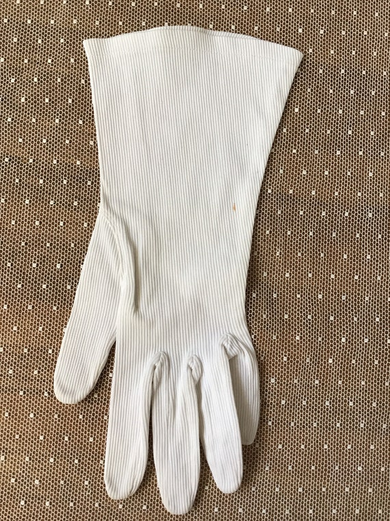 White corded cotton with stretch Art Deco gloves … - image 2