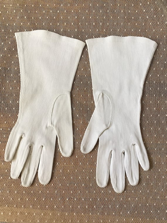 White corded cotton with stretch Art Deco gloves … - image 3