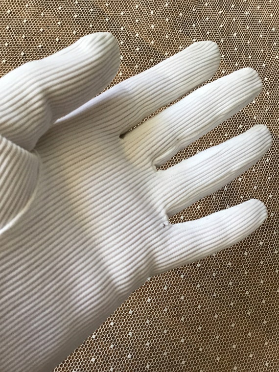 White corded cotton with stretch Art Deco gloves … - image 7