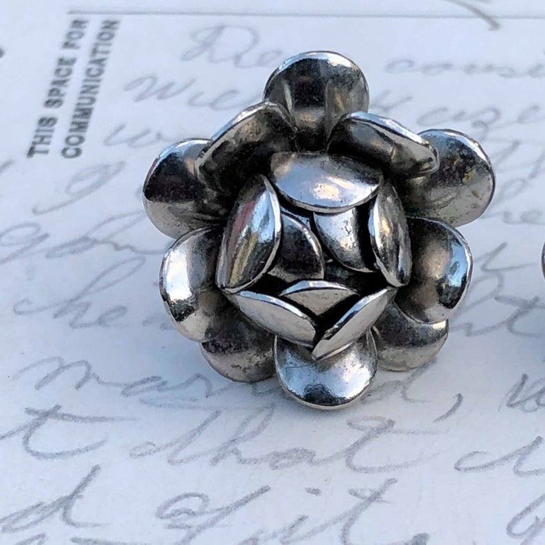 Flower Earrings Clip-on Earrings Silver Earrings Silver Flower Screwback Earrings Vintage Screwback Vintage Earrings