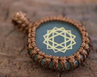Jade Macrame Pendant / Green Stone Pendant