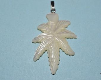 Vintage Mother of Pearl Leaf Charm/Pendants (1060348)