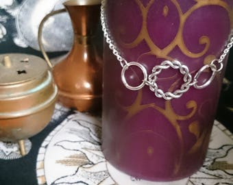 Simple charm jewellery, twisted ring choker