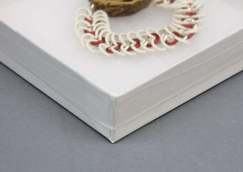 magnets gifts 3-12 inch x 3-12 inch x 78 inch high bracelets earrings small jewelry necklaces White box with clear plastic lid