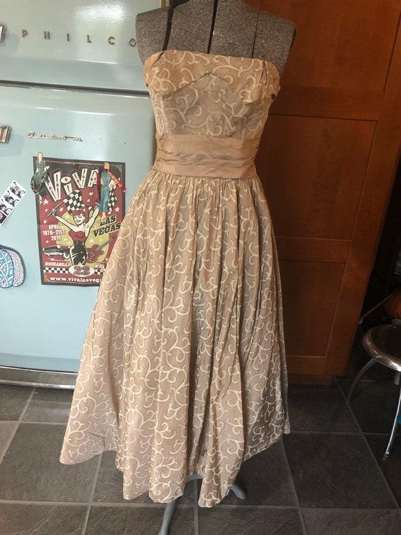 Gorgeous 50s taupe full skirt dress  swing dress r