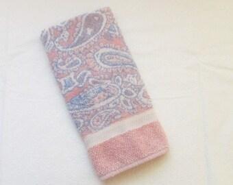 Vintage Hand Towel, Pink Paisley Bathroom Towel, Pink Blue Hand Towel, Fieldcrest Guest Towel, 1980s Towel, Paisley Towel, Mod Bath Towel