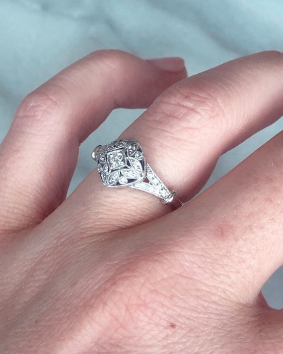 14K White Gold Ladies Antique Style Diamond Engagement/Promise Ring