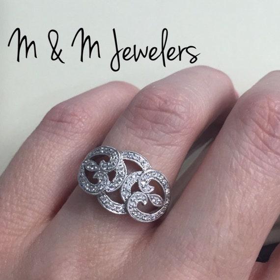 14K White Gold Ladies Antique Style Diamond Ring