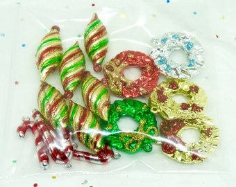 FREE SHIPPING; Mini; Plastic Christmas Ornaments; Lot of 15; Wreath; Icicle; Candy Cane; Festive !!!
