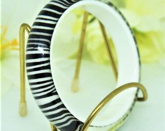 Vintage Plastic Bangle; Zebra Stripe; Lucite; FREE SHIPPING !!!