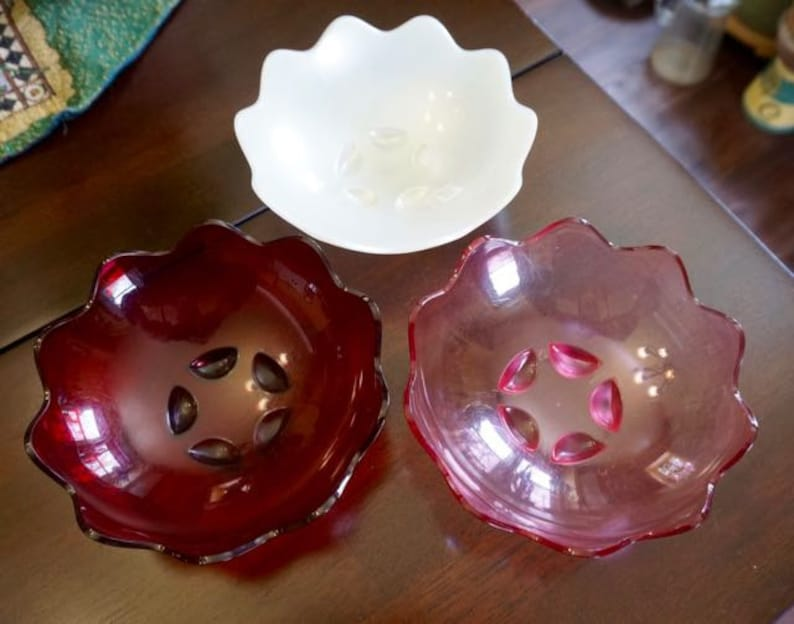 Tupperware; Plastic Serving Bowls; Approx; 6.5 Inches; Great for Snacks; FREE SHIPPING !!!