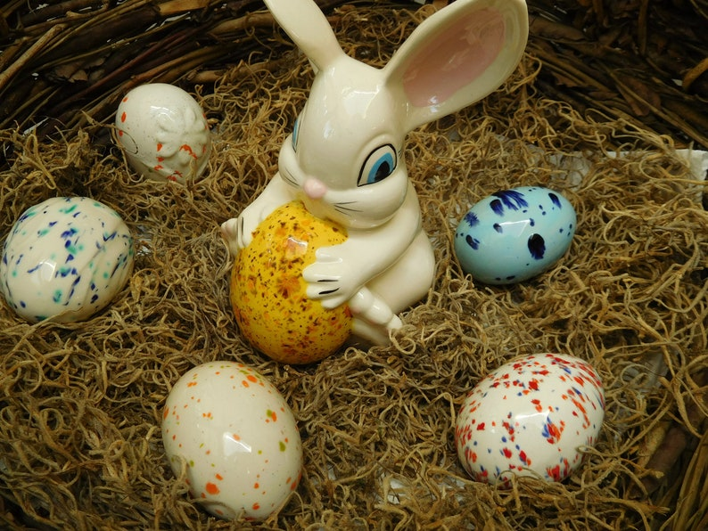 Vintage 60/'s Easter Ceramic Spotted Rabbit with Six Ceramic Spotted Eggs 5 tall