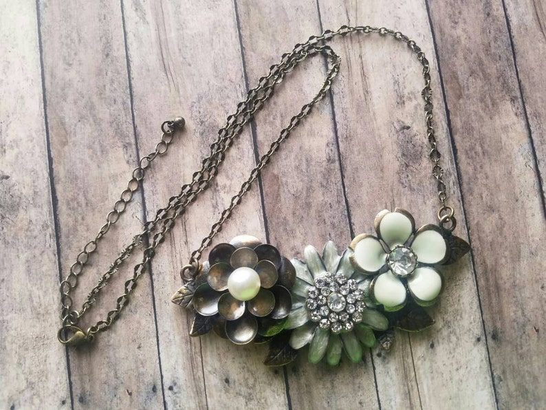 Triple Flower Necklace Flower Plate Bronze Necklace Gifts for Her Statement Necklace Bridal Jewelry Gifts for Bridesmaids Chain with Pendant
