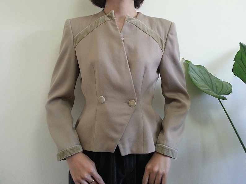 c0213a71d9 Vintage EMPORIO ARMANI Beige Wool Blazer Women Cropped Jacket Designer  Blazer Double Breasted Jacket Womens Short Blazer Party Jacket Large