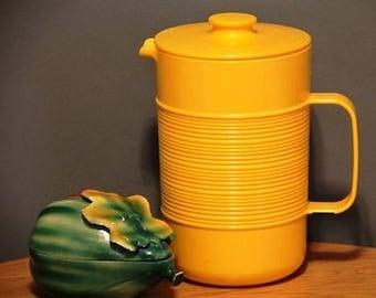 Mid century yellow milk juice water pitcher carafe Rubbermaid