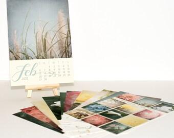 2022 Desk Calendar with Beautiful Pastel Flower Photos, 5x7 Mini Easel Calendar, Home Office Decor, Christmas Gift Under 30 for Mom