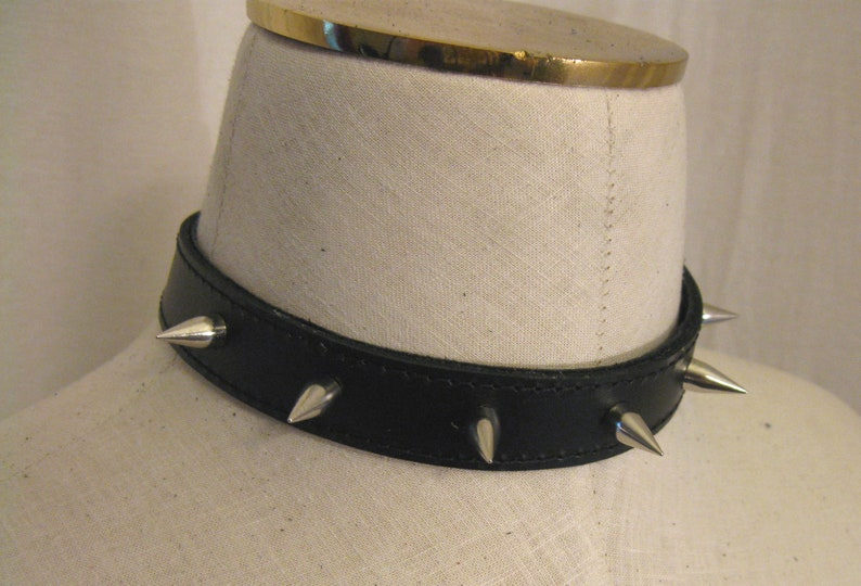 Real Leather Spiked Choker with Chain Link Fastening image 0