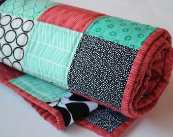Baby quilt -- modern baby quilt -- baby girl quilt -- fun baby quilt -- baby bedding -- modern baby bedding -- baby girl bedding