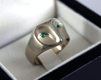 White gold owl ring with emerald eyes, gold barn owl ring, owl jewelry, gold owl jewelry, emerald green eyes, owl ring, owl Christmas gift