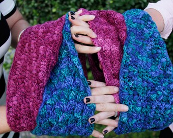 Womens interlocking crochet cowls pattern // 2-license pack for best friends project  // Gifts for her // Beginner crochet pattern