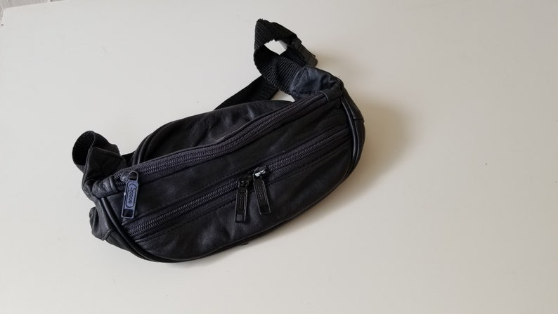 Vintage Leather Black Fanny Pack 1980s Adjustable Strap Shoulder MenWomen Unisex Pouch Waist Pack Universal Carry All Hip Bag Purse