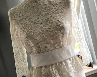 Amy, Ivory French Lace bridal shrug