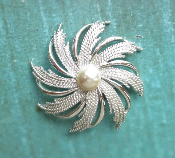 Sarah Coventry Clip Earrings And Brooch Swirling Snowflake Flower Design With Center Faux Pearl