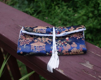 Cute Vintage Asian Brocade Jewelry Carry / Storage Bag