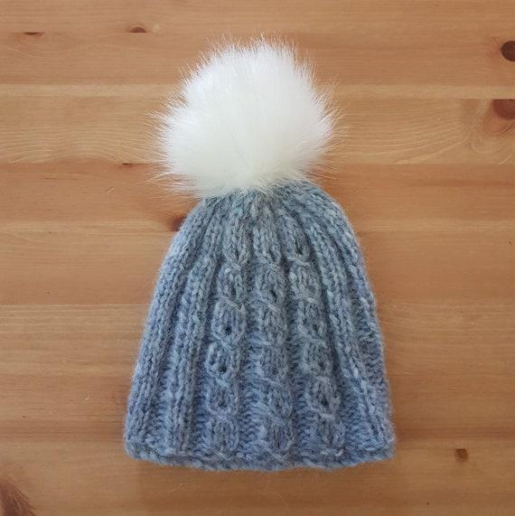 PRÊT bonnet dhiver de bébé bleu avec pompon en fourrure 3-12   Etsy d23019ef926