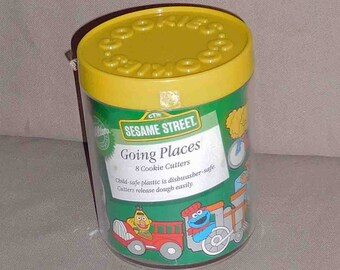 Wilton 1990 Sesame Street Going Places 8 Plastic Cookie Cutters, In Original Container
