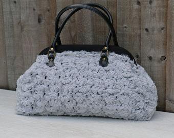 e9d2f7789c1 Luxe grote Vintage stijl tapijt handtas in pluche zacht grijze Fluffy stof  met Rose-achtige preegdruk