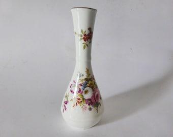 Kitsch Friend Gift Idea Friendship Floral Vintage Kitsch Decor Cute White Frosted Satin Glass Vase Mid Century Cottage Chic