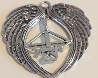 Daryl Dixon Wings and Large Crossbow Necklace - The Walking Dead