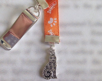 Cat Bookmark / Cute Bookmark *FREE SHIPPING* - Attach clip to book cover then mark page with ribbon. Never lose your cute bookmark!