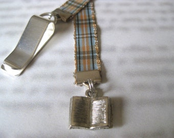 Book Lovers bookmark *FREE SHIPPING* - Attach clip to book cover then mark the page with the ribbon. Never lose your bookmark!
