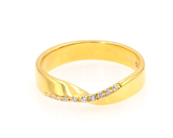 Mobius Ring, Gold Infinity Ring, Gemstone Ring, Mobius Wedding Band, Gold Mobius Band, Engraved Ring, Engagement ring, Gold Band 3,8 mm