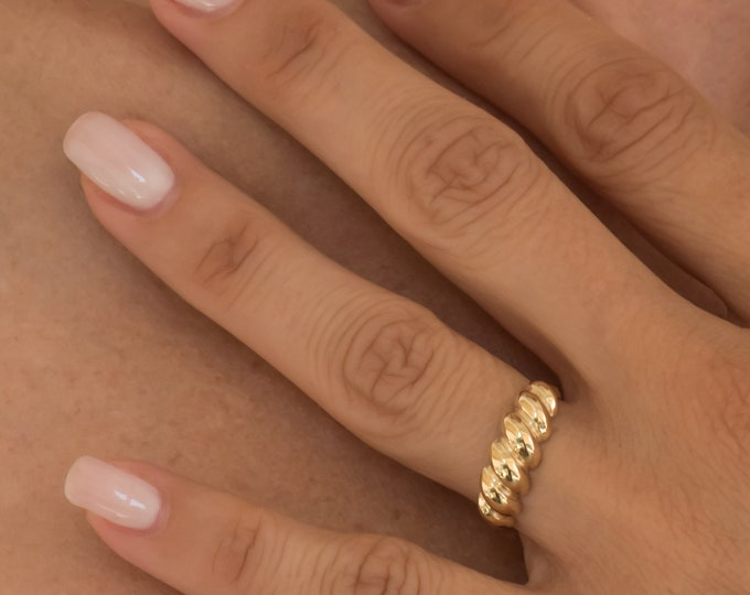 Gold Croissant Ring / Gold Pluto Ring / Chunky Croissant Ring / 14k Solid Gold Ring / Ribbed Dome Ring / Chunky Gold Ring / Statement Ring
