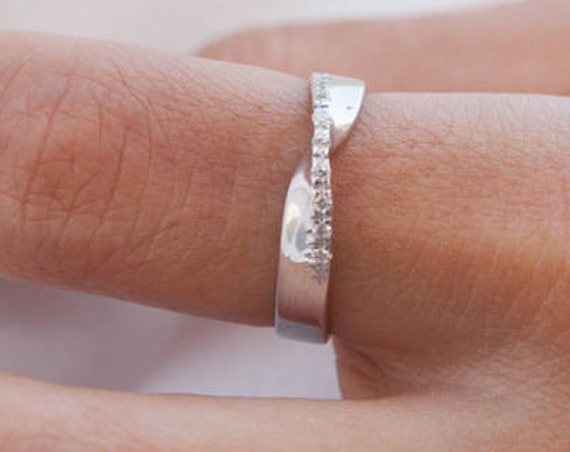 Mobius Ring, Infinity Ring, Diamonds Ring, Diamond Wedding Band, Gold Mobius Band, Twisted Ring, Engagement ring, Promise Ring, Band 3,8 mm