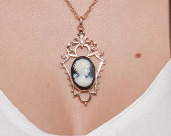 Vintage cameo necklace, Renaissance Woman ,Vintage Victorian Cameo necklace, Renaissance Woman Cameo, Antique Cameo Romantic Necklace
