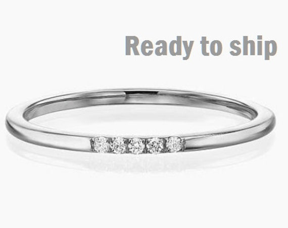 Diamond Wedding Ring, Diamond Ring, Thin Diamond Ring, Wedding Ring, Band with 5 Diamonds, Diamond Band, 1 mm Ring, Engagement Band