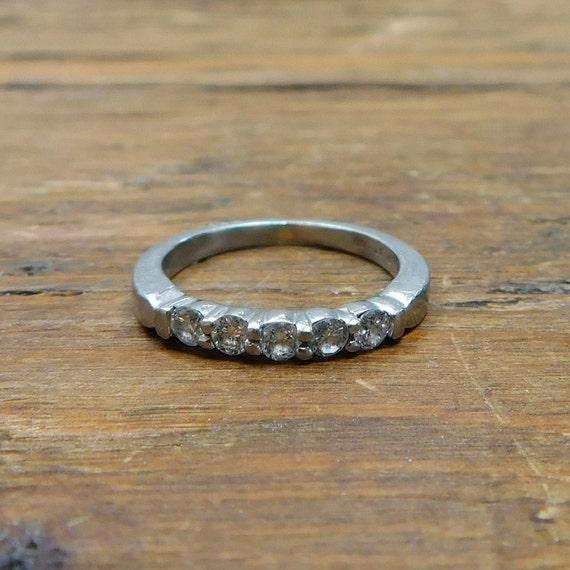 R163 open circle ring eternity ring stacking ring Ring HALO