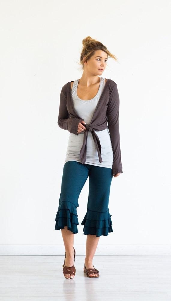 Capri Dark Yoga Pants in Bloomer Ruffle Cotton Teal 5qHR4W
