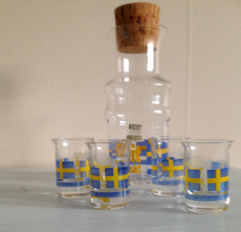 une petite bouteille avec 4 verre de mer verrerie su de ann es etsy. Black Bedroom Furniture Sets. Home Design Ideas