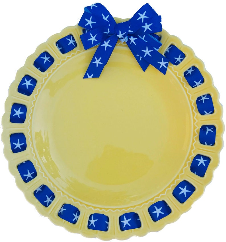 Party Wagon Exclusive Prissy Plate Plate with Ribbon image 0