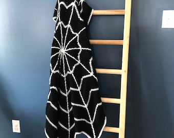 MADE TO ORDER Spiderweb Blanket - various sizes available - Black and White