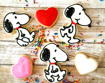 12 snoopy sugar cookies